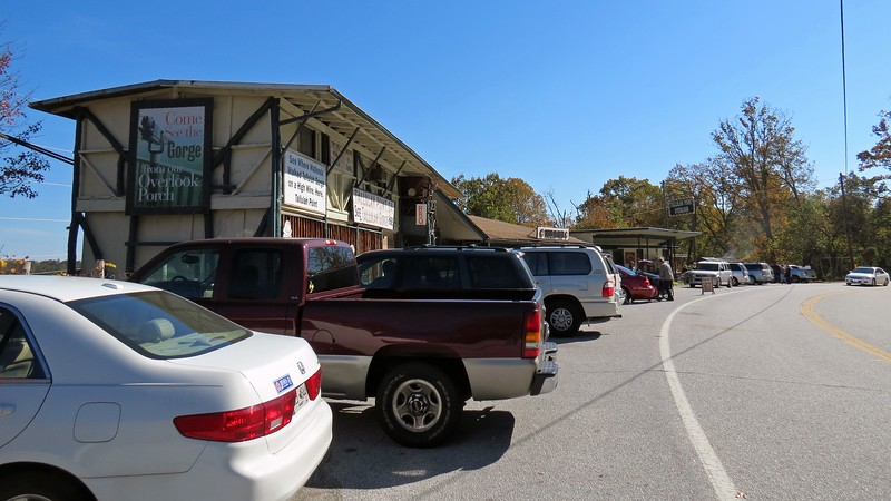 The Tallulah Point Overlook is a roadside gift shop and snack shop that offers a wonderful view of the Tallulah Gorge.