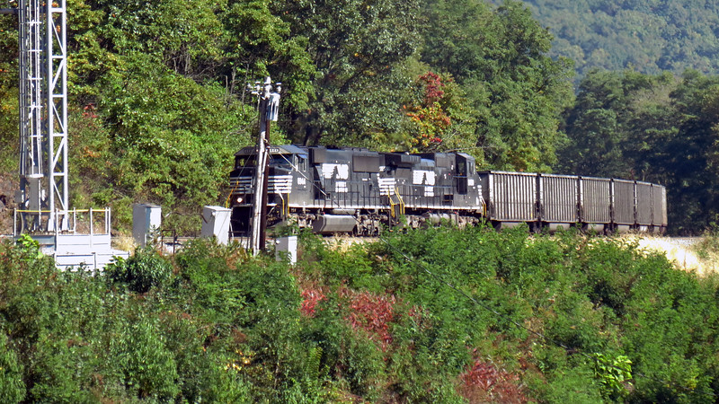 Westbound train approaching the Horseshoe Curve.