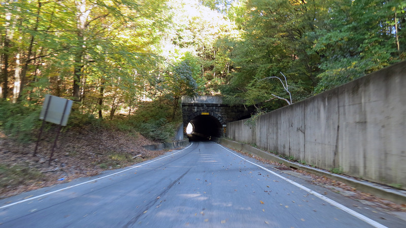 The drive down from the ridge is beautiful !  The tunnel seen in the photos above and below sits in one of the two ravines that had to be filled in during the Curve's construction.