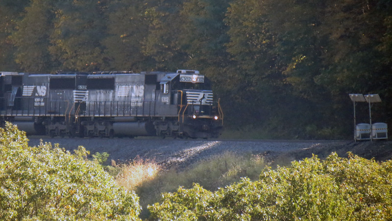 Another eastbound train approaches the Horseshoe Curve.