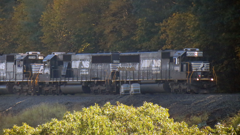 Eastbound train rounding the Horseshoe Curve.