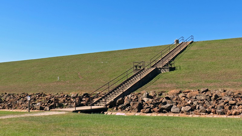 Access to the overlook on the South Carolina side requires going up the steps to the dam.