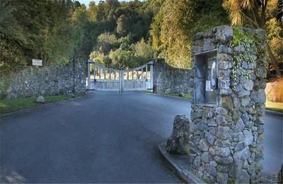 The Point Villa - Entrance to Whakamoenga Point
