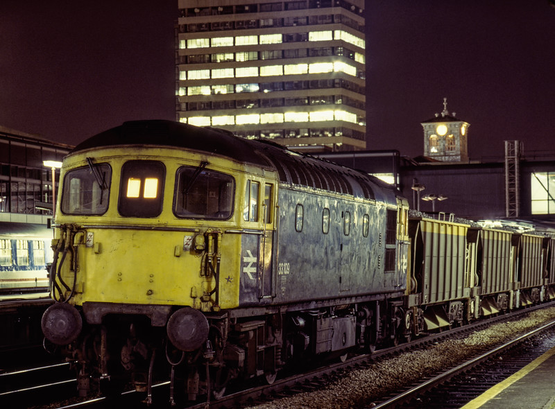 33109 at Reading, with loaded Seacows, on 9th March 1990.  Scanned Transparency.