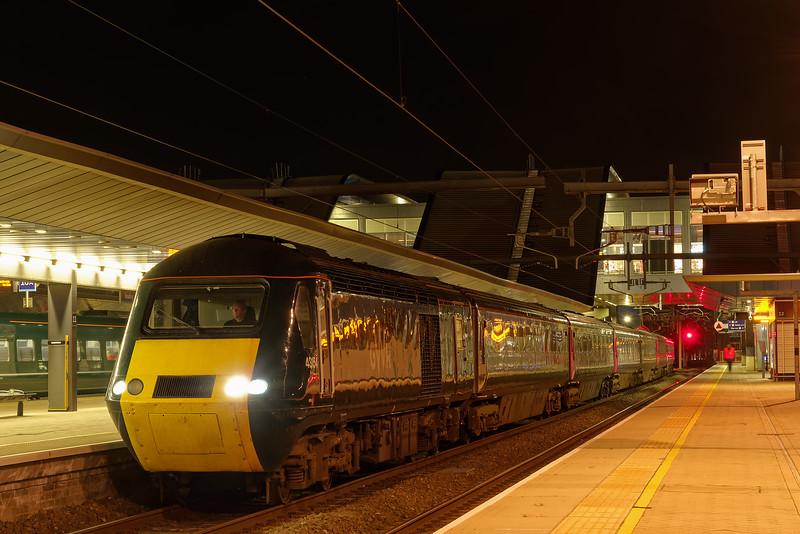 43154 waiting for the RA at Reading with 1A96, the 16:57 Plymouth - Paddington. <br /> 27th March 2019.