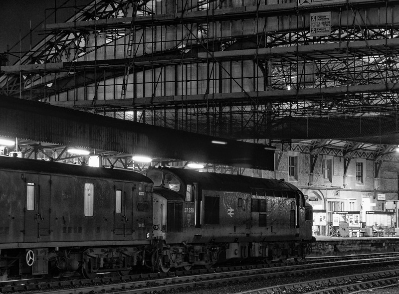 37230 at Bristol Temple Meads with an unidentified vans working, on 4th January 1990.