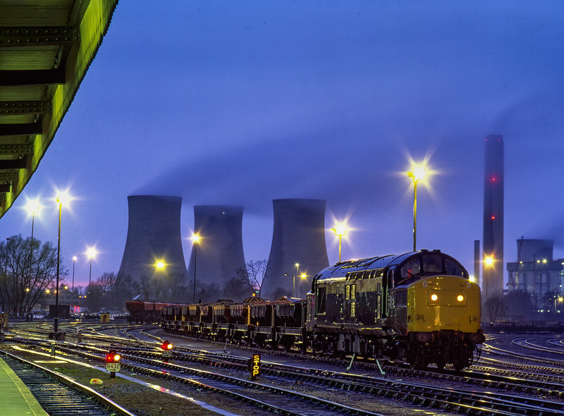 37133 in Didcot Yard in the rain with loaded Catfish hoppers on 2nd April 1991.
