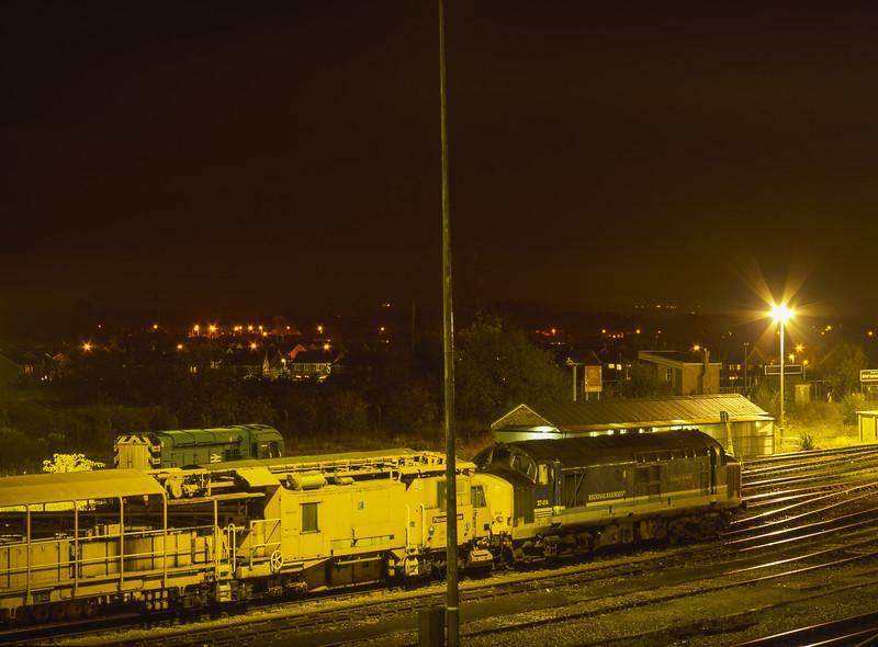 37414 and 08904 in Didcot Yard, 15th November 1999.
