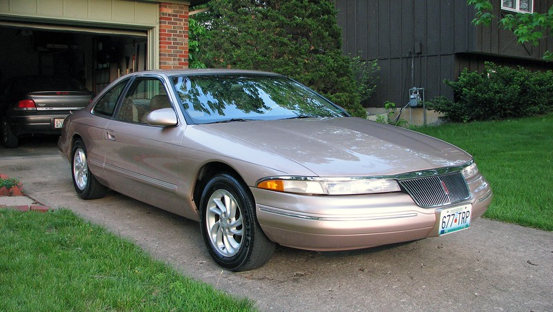 May 16, 2007:  I took advantage of a beautiful spring day to give the Mark VIII a much needed cleaning.