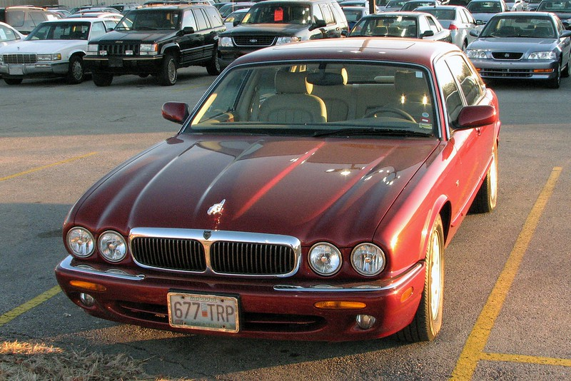 And with that, I am now a Jaguar owner !  The 4.0L V8 in this car is the same engine in the 3.9L Lincoln LS.  The familiar mechanicals should benefit me in the long run.