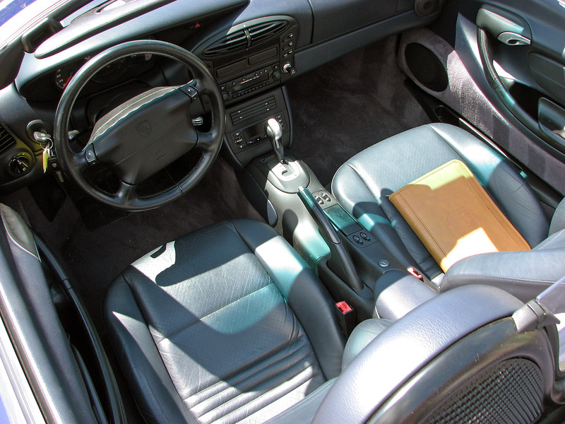 The matching interior is called Metropol Blue.