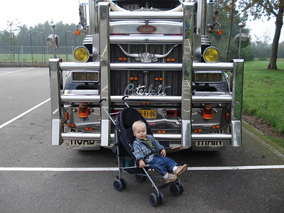 That is Wim's grandson in front of his friends Peterbilt show truck.