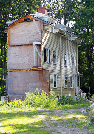 The Beverly Historic District Commission will have a hearing on the demolition plans for half a house located at 40 Neptune Street in Beverly next week. David Le/Salem News