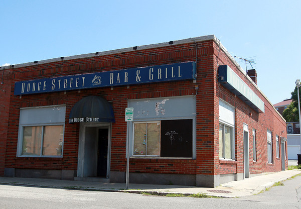 Salem: The closed Dodge Street Bar and Grill. David Le/Salem News