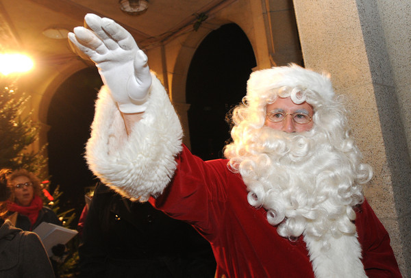 Ken Yuszkus/Staff photo. Salem: Santa waves to the crowd at the tree lighting in Salem Common.