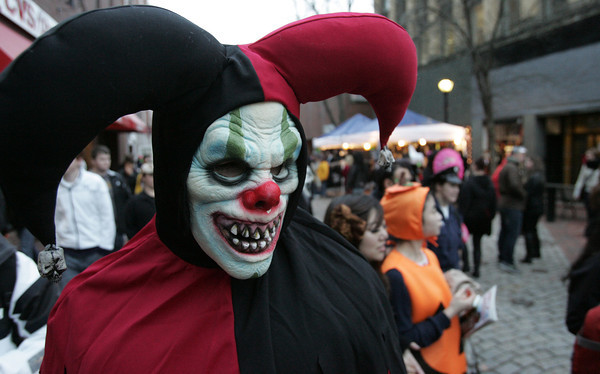 James Antrann of Edgewood, Wash., walks the pedestrian mall during Halloween in Salem.<br /> Photo by Ken Yuszkus.