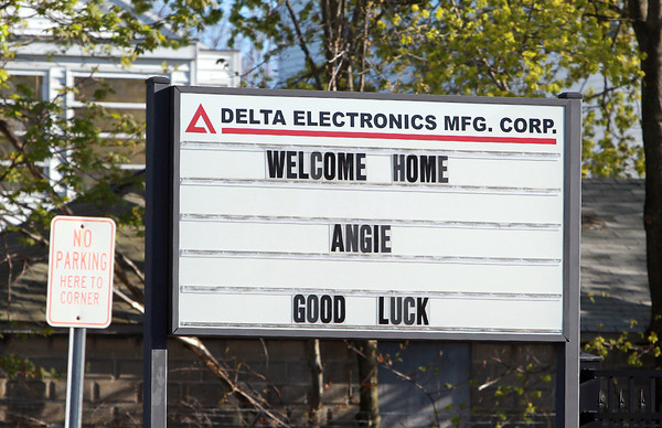 """Peabody: A """"Welcome Home Angie, Good Luck"""" sign on Cabot Street in Beverly. David Le/Salem News"""