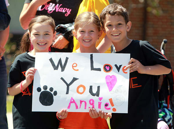 Beverly: Skyler Corelli, 8, Brooke Davies, 7, and Ryan Lovasco, 8, hold up a sign for Beverly native Angie Miller as they anxiously await her arrival at the Centerville Elementary School on Saturday afternoon. David Le/Salem News