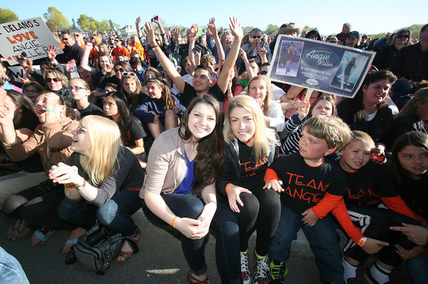 AMY SWEENEY/Staff photo. An estimated crowd of 20,000 people came to Beverly High School to watch American Idol Angie Miller perform.