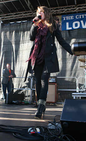 Lyza Parsons/Staff photo<br /> American Idol Angie Miller performs for the hometown crowd at Beverly High School.