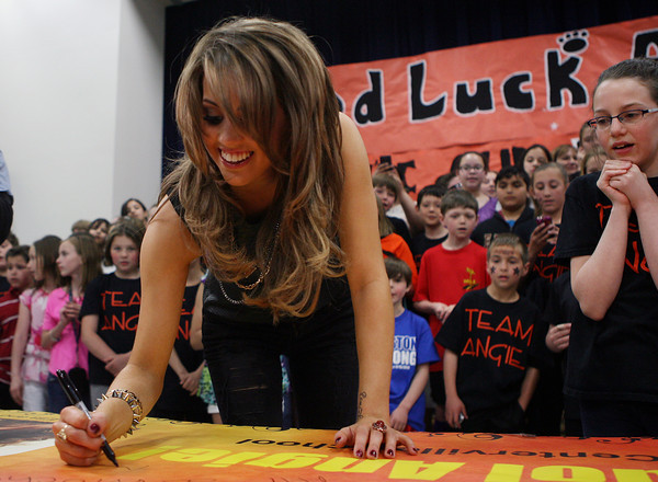 Beverly: Beverly native and current American Idol Finalist, Angie Miller, signs a banner made for her by two students at the Centerville Elementary School. David Le/Salem News