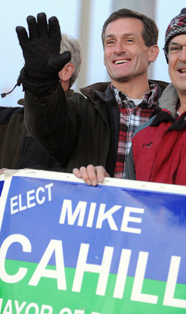 Beverly:<br /> Beverly mayoral candidate Mike Cahill waves to motorists on Dodge Street at dusk.<br /> Photo by Ken Yuszkus / The Salem News, Monday, November 4, 2013.