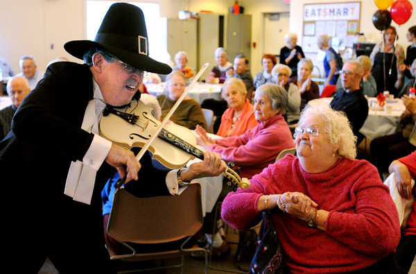 Beverly:<br /> Sid Tracy of the Sid and the Vicak /strings plays a solo sea shanty song on his violin as he approaches the audience and Linda Schmink listens attentively at the Beverly Senior Center Thanksgiving party.<br /> Photo by Ken Yuszkus / The Salem News, Thursday, November 21, 2013.