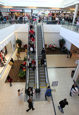 Peabody: The North Shore Mall was packed with people on Black Friday as they sought out deals. David Le/Salem News