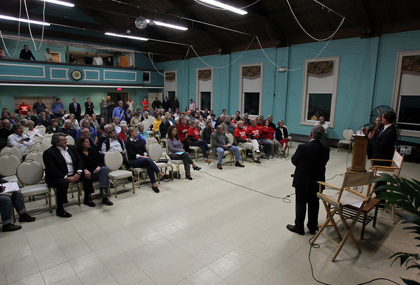 Beverly: Beverly residents packed into the main hall at the Cover Community Center on Thursday evening to listen to a debate between Beverly Mayoral candidates Wes Slate and Mike Cahill. David Le/Salem News