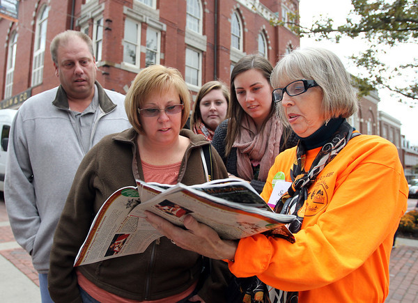 Salem: Barbara Kern, right, a volunteer at the brand new Information Booth at the corner of Washington and Essex Streets in downtown Salem, gives directions to Dave, Patty, Trisha, and Jamie Erdman, of Meridan, CT, on their visit to Salem on Saturday morning. David Le/Salem News