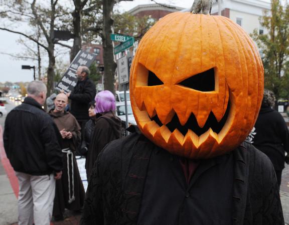 Salem:<br /> Dave Ladasky of Salisbury, CT, wears a real pumpkin on Halloween in Salem.<br /> Photo by Ken Yuszkus / The Salem News, Thursday, October 31, 2013.