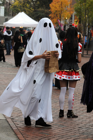 Salem:<br /> Nick Pai of Boston walks Essex Street in Salem in his ghost costume on Halloween.<br /> Photo by Ken Yuszkus / The Salem News, Thursday, October 31, 2013.