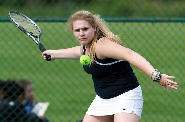 Hamilton-Wenham 1st singles player Charlotte Horton concentrates on returning a volley against Danvers on Friday afternoon. David Le/Staff Photo
