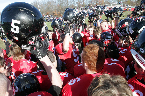 The Marblehead High School football team celebrates their 21-7 win over Swampscott on Thanksgiving morning. <br /> David Le/Salem News