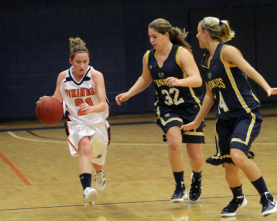 Salem State guard Ashley White brings the ball up court while being pressured by two University of Southern Maine defenders. David Le/Salem News