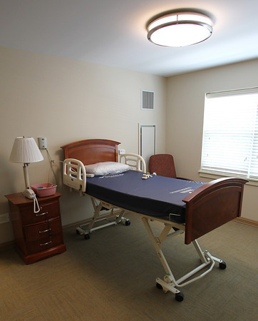 A single room on the third floor of the Waldfogel Health Center in the short recovery ward. David Le/Staff Photo