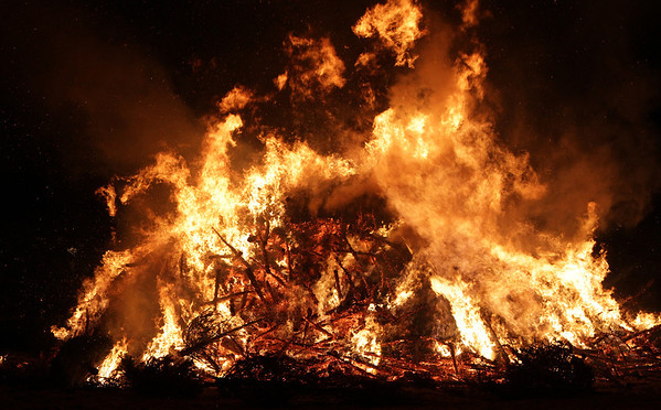 The annual Salem Christmas Tree Bonfire at Dead Horse Beach on Friday night, David Le/Salem News
