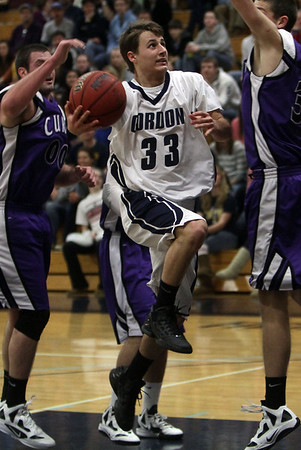 Gordon's Park Thomas (33) splits two Curry defenders and goes in for a layup on Saturday afternoon. David Le/Salem News