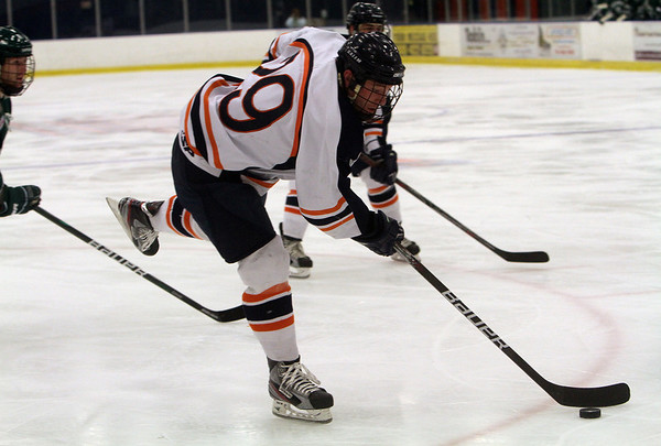 Salem State foward Giancarlo Capodanno (29) carries the puck towards net against Plymouth State. David Le/Salem News