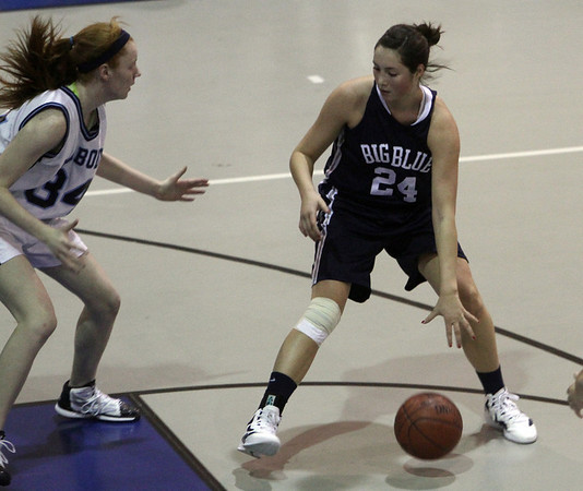 Swampscott's Ara Talkov backs into the post while being defended by Peabody's Carolyn Scacchi (34) left.David Le/Salem News