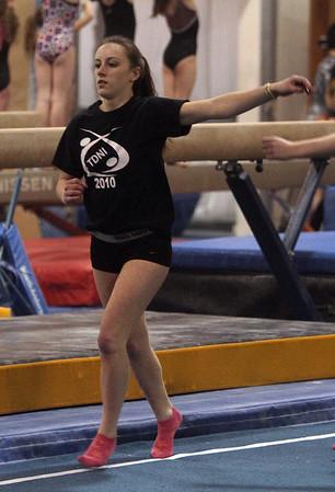 Sarah Burrows leads warmups at Yellowjackets Gymnasium. David Le/Staff Photo.