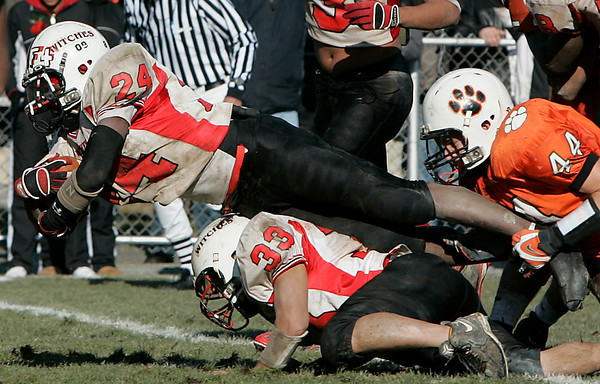 Beverly: Salem's Melikke VanAlstyne makes a diving play while being tackled by Beverly's Steve Dubois during Thursday's Thanksgiving Day game held at Hurd Stadium. Photo by Deborah Parker/Salem News Thursday, November 27, 2008.