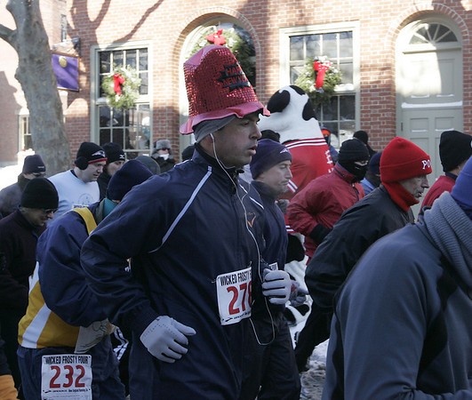 Salem: A runner displays his holiday spirit while participating in the Wicked Frosty Four Miler which began on Front Street. The race had a large turnout despite the bitter cold temperatures.<br /> Photo by Deborah Parker/Salem News Thursday, January 01, 2009