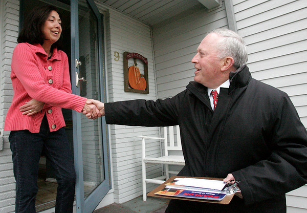 Mayor Bill Scanlon greets Beverly resident Marybeth McPherson on  the final day of campaigning in the Beverly mayor's race.  Photo by Deborah Parker/November 2, 2009