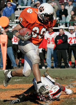 Beverly: Beverly's Rashad Sims escapes a tackle by a Salem defender during Thursday's Thanksgiving Day game held at Hurd Stadium. Photo by Deborah Parker/Salem News Thursday, November 27, 2008.