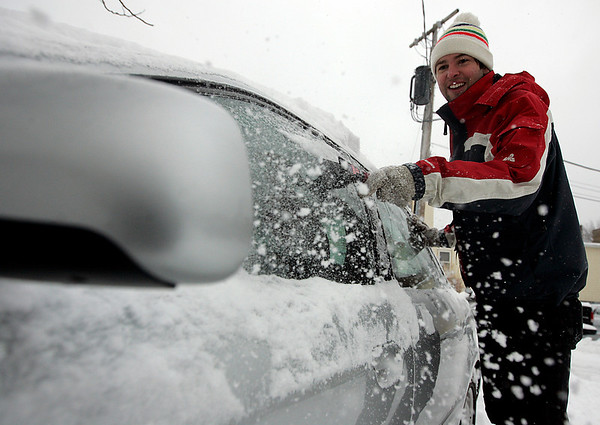Beverly: Andrew Martin of Beverly worked to scrape off as much snow from his car while it warmed up Saturday afternoon.  Photo by Deborah Parker/Salem News Saturday, December 20, 2008.