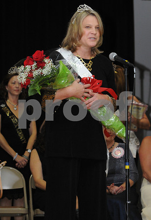 Topsfield:<br /> The new Mrs. Essex County, Krista McLellan of Hamilton, says a few words as she stands on stage after just being crowned at the Coolidge Hall at the Topsfield Fair.<br /> Photo by Ken Yuszkus/Salem News, Sunday October11, 2009.