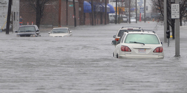 Peabody:<br /> Cars in the flood water on Fosters Street.<br /> Photo by Ken Yuszkus/Salem News, Monday, March 15, 2010.