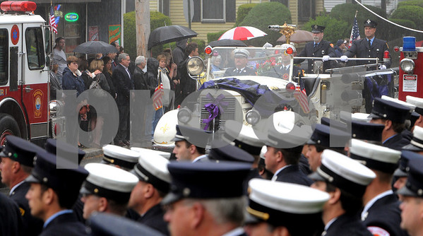 Beverly:<br /> The antique firetruck carries the casket of Beverly firefighter Paul Roberts as it arrives at Immanuel Congregational Church for his funeral.<br /> Photo by Ken Yuszkus/Salem News, Friday May 29, 2009.