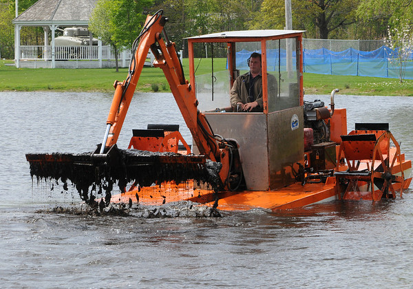 Hamilton:<br /> Ed Taub removes the dead weeds in the pond at Patton Park. Last fall the weeds were treated with a chemical to kill them.<br /> Photo by Ken Yuszkus/Salem News, Monday, April 26, 2010.